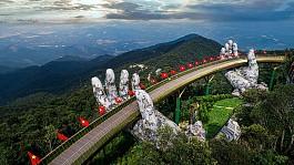Kiệt tác cây Cầu Vàng trên đỉnh Bà Nà Hills Đà Nẵng